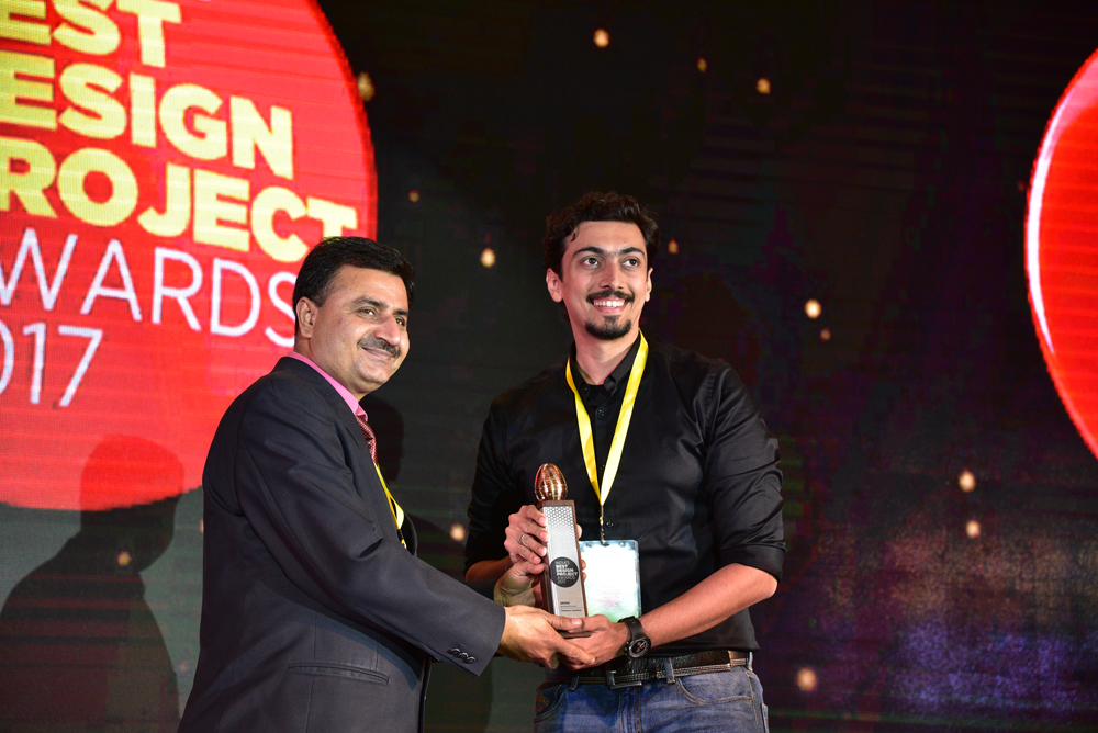 Pentaspace Consultants receiving 'India's Best Design Project 2017' Award from Sudhish Sharma