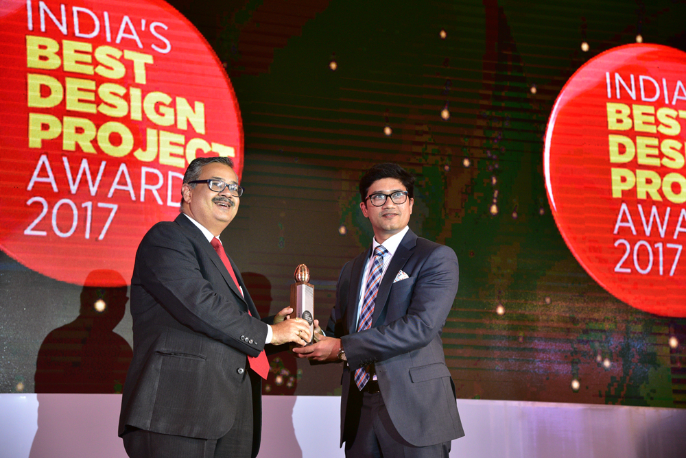 Think Design receiving 'India's Best Design Project 2017' Award from Hrridaysh Deshpande