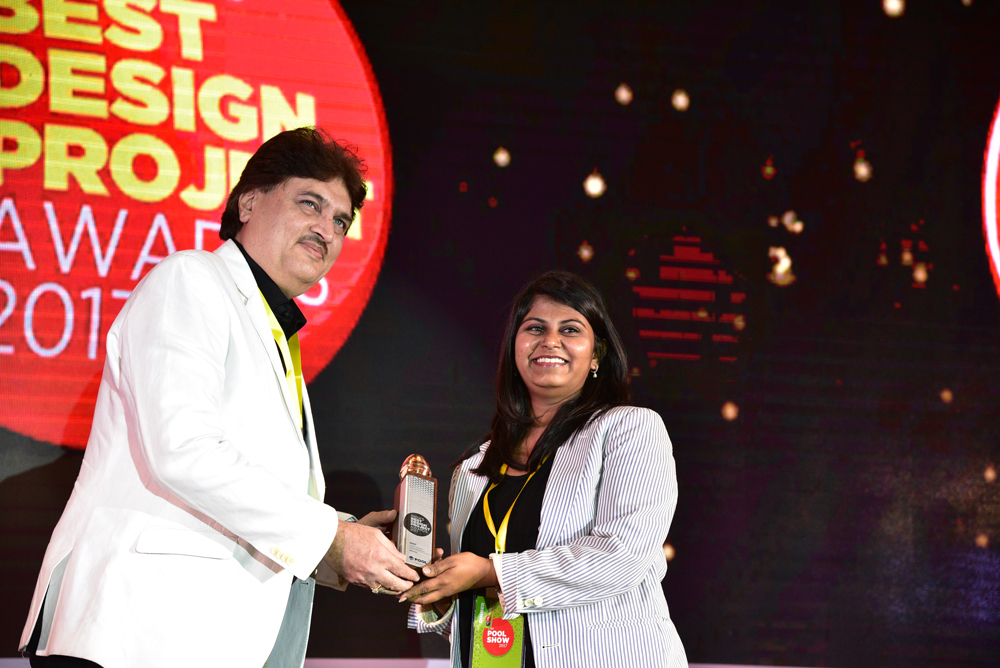 Neha Rao receiving 'India's Best Design Project 2017' Award from Ravi Khinvasara