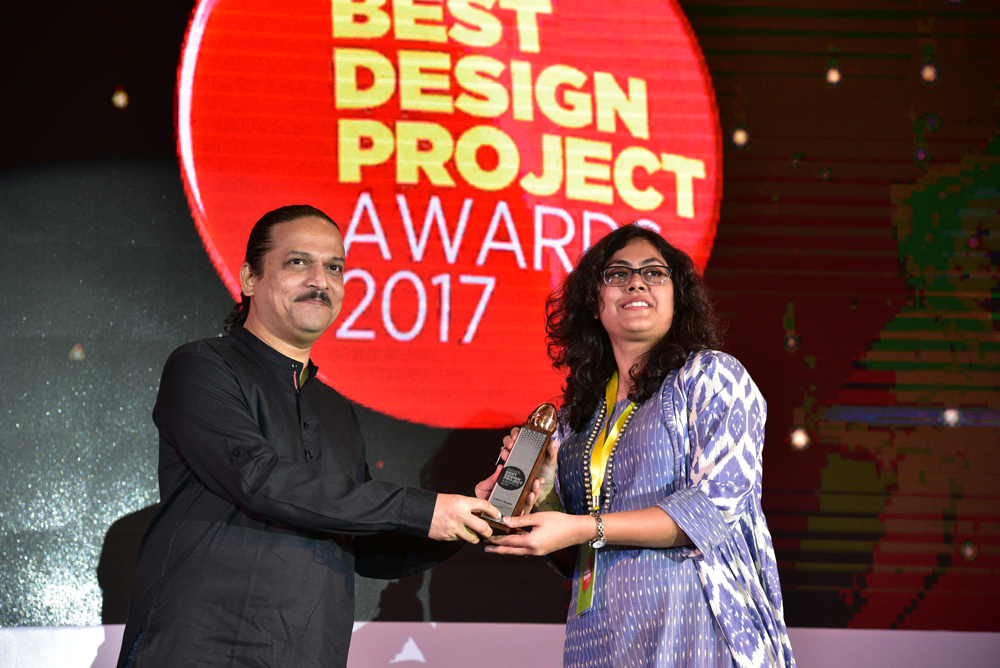 Cracker & Rush receiving 'India's Best Design Project 2017' Award from Santosh Kshirsagar