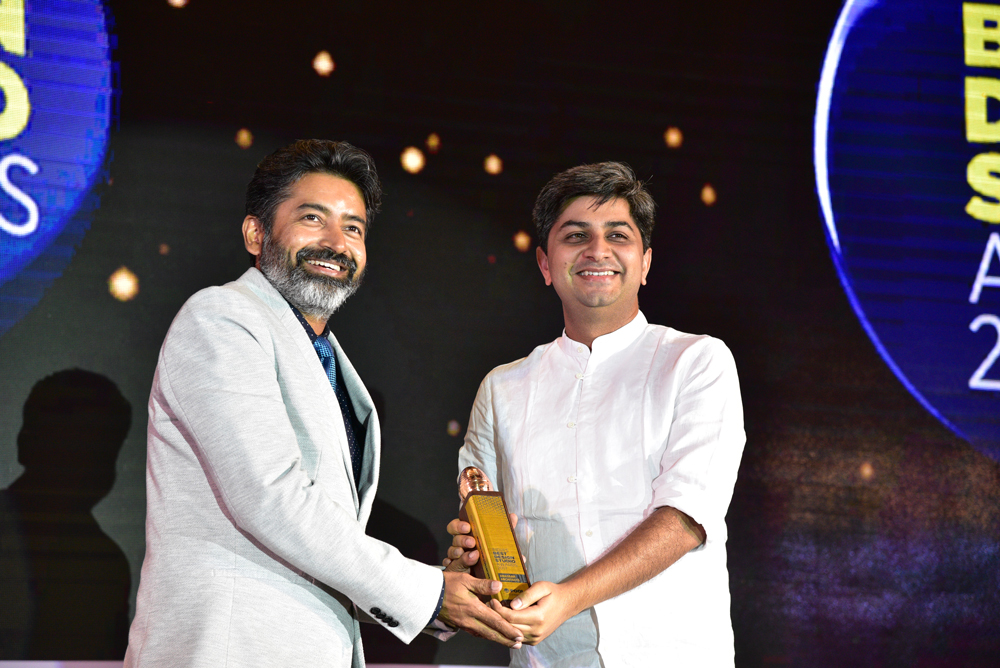 Anagram Architects receiving 'India's Best Design Studio 2017' Award from Saurabh Singh