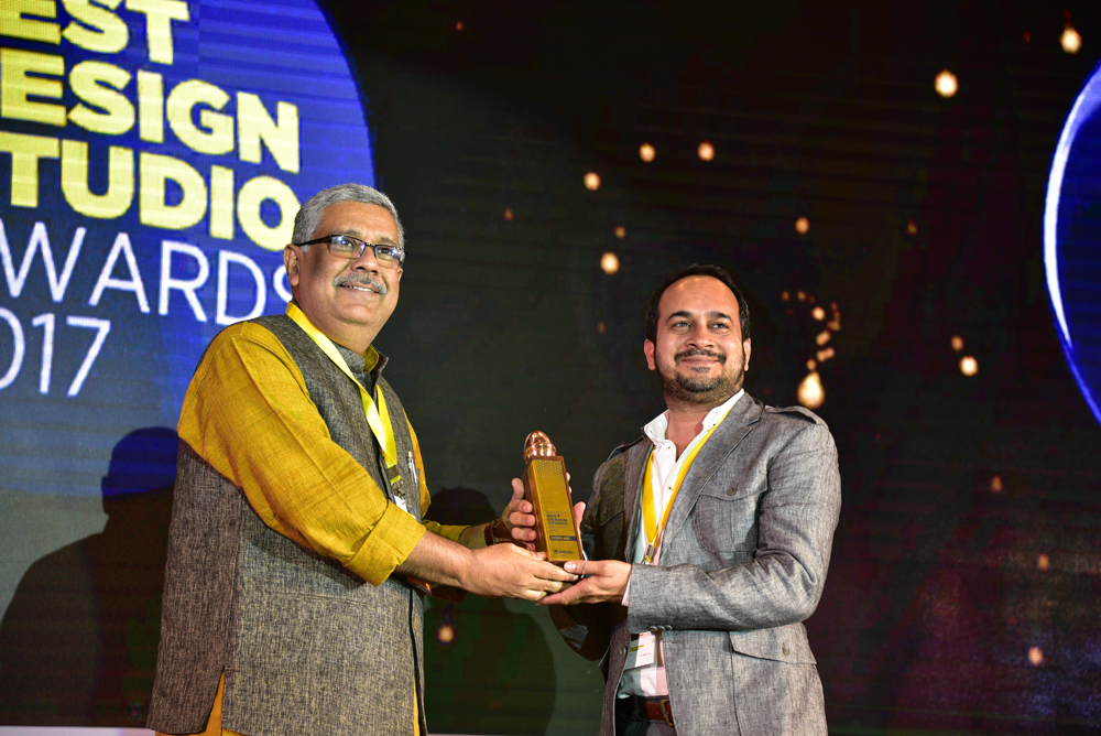 Studio ABD receiving 'India's Best Design Studio 2017' Award from GV Sreekumar