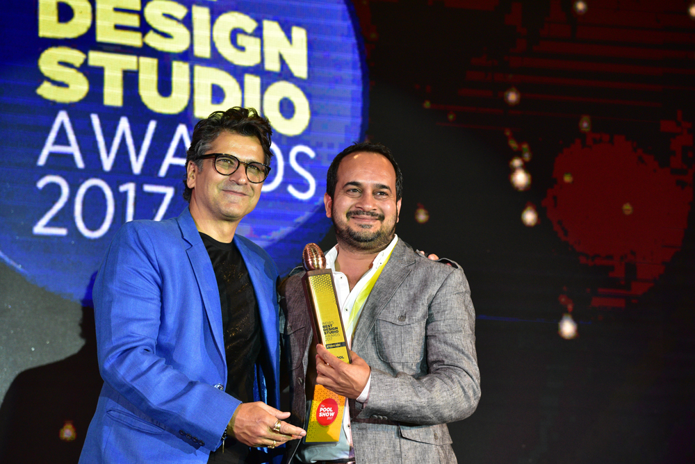 Studio ABD receiving 'India's Best Design Studio 2017' Award from Sonal Dabral
