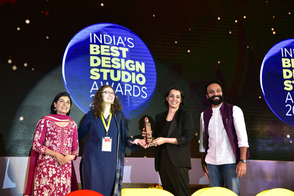 GPL Design Lab receiving 'India's Best In-House Design Studio 2017' Award from Deepa Bajaj